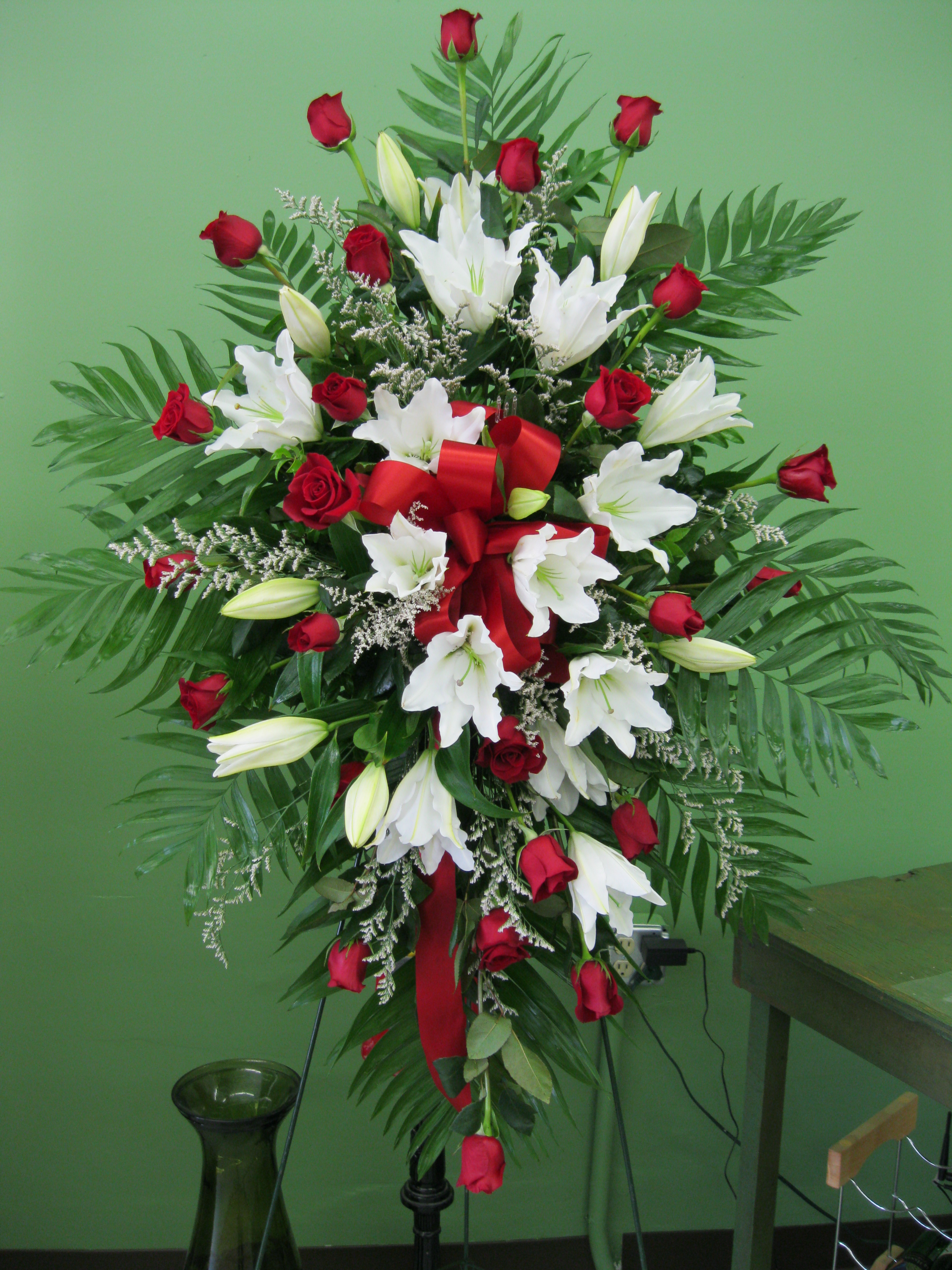 White Lily Amp Red Rose Sympathy Flowerdeliverycavite Com