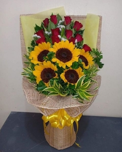 12 roses & sunflower